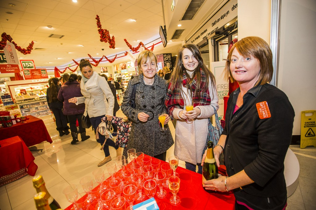Debenhams at Eagles Meadow have held a Gala evening in support of Hope House. A welcome to the evening, from Milly Davies from Debenhams to Ruth Jones and Lori Jones.