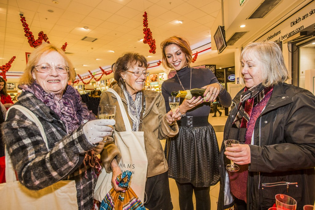 Debenhams at Eagles Meadow have held a Gala evening in support of Hope House. A chapagne welcome from Monika Frackowiak for Jennifer Langley, Anne Yates and Gwen Pole.