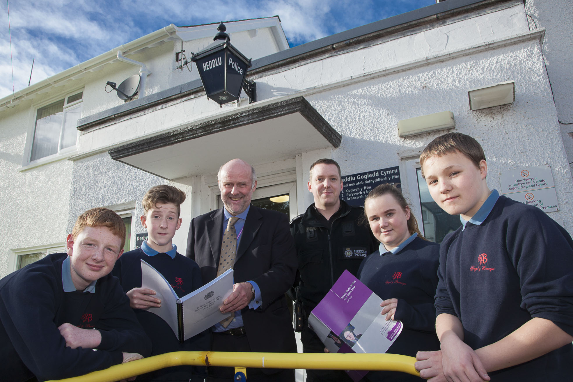 Bala pupils get VIP look behind the scenes of police station