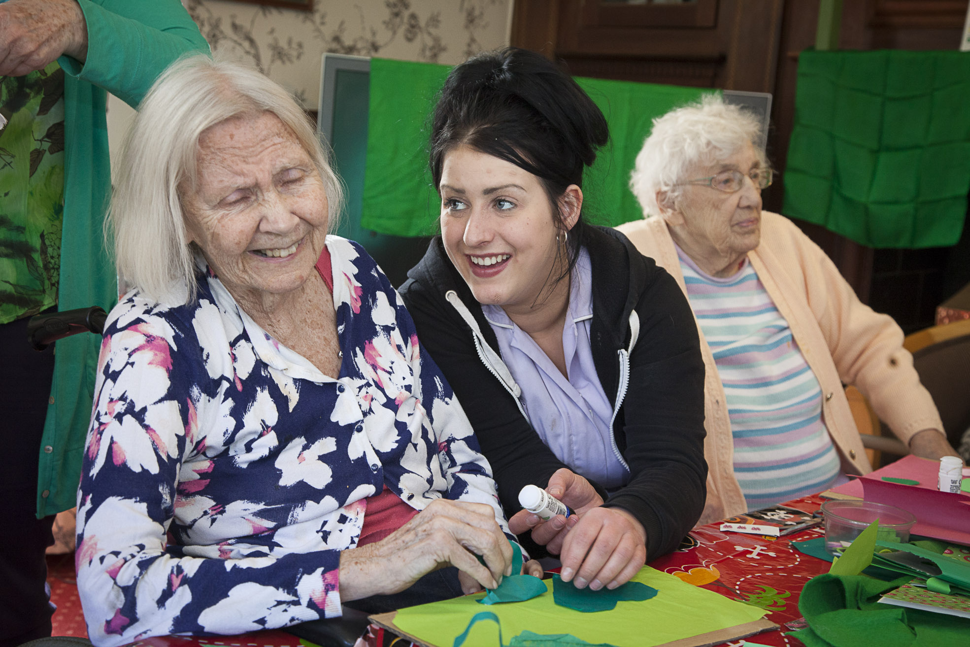 People with dementia using meditation in art project