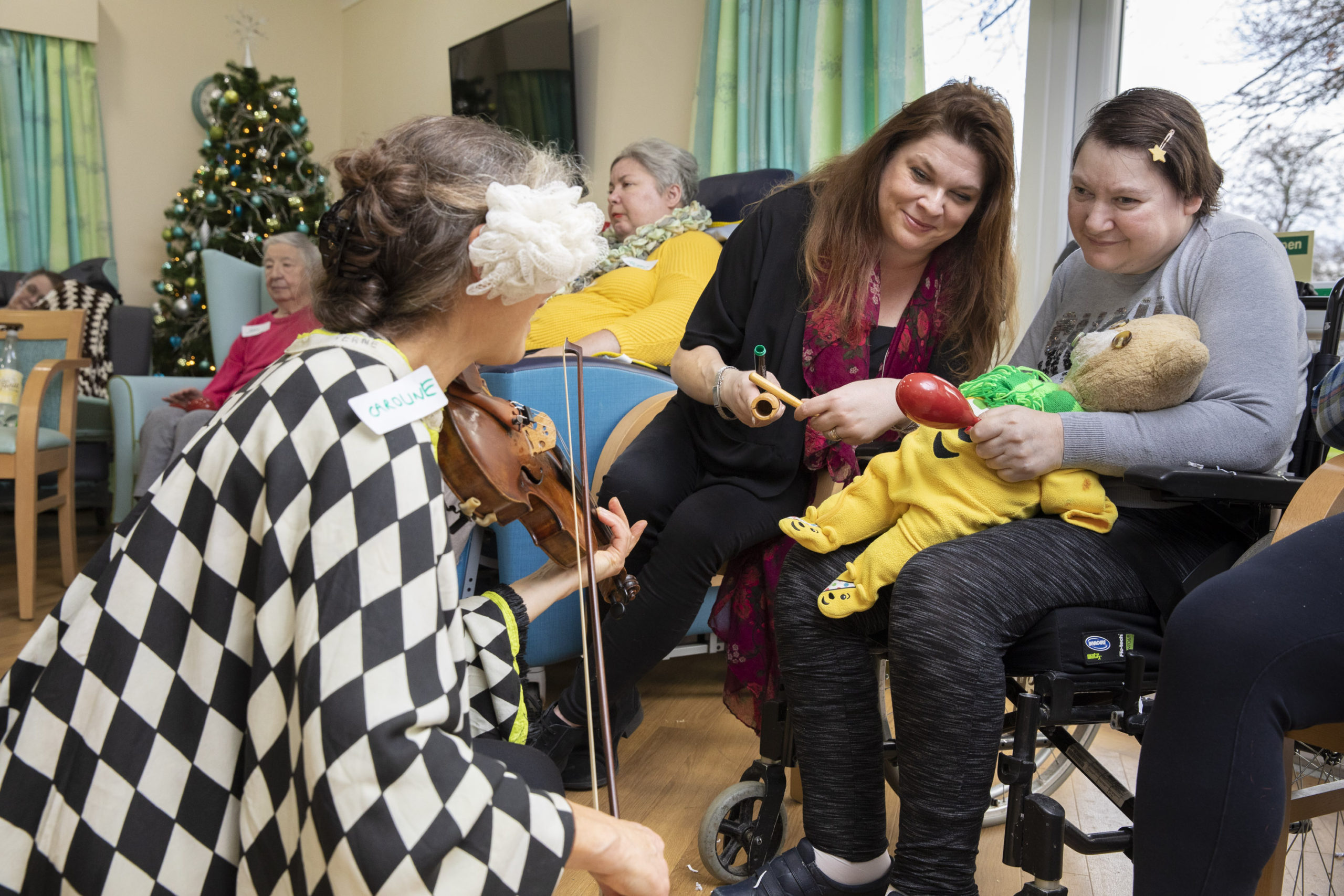 Roll up! Roll up! Circus magic comes to Wrexham care home