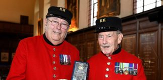 Chelsea Pensioners David Wright (L) and Michael Wickens (R) with all donations to the ceremony