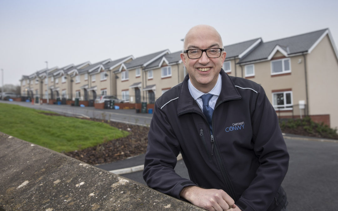 "Housing pioneer Gwynne hailed as a ""legend of the sector"""